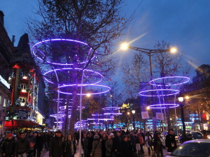 De Champs Élysees in kerstnachtsferen
